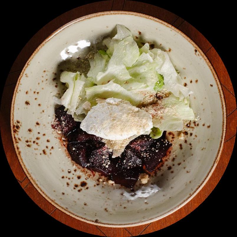 Салат из свеклы с творожным сыром и арахисом