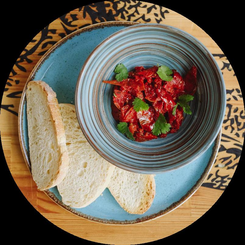 Домашние вяленые томаты с оливковым маслом и тостами