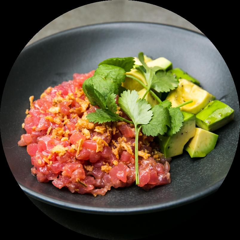 Тартар из розового тунца и авокадо