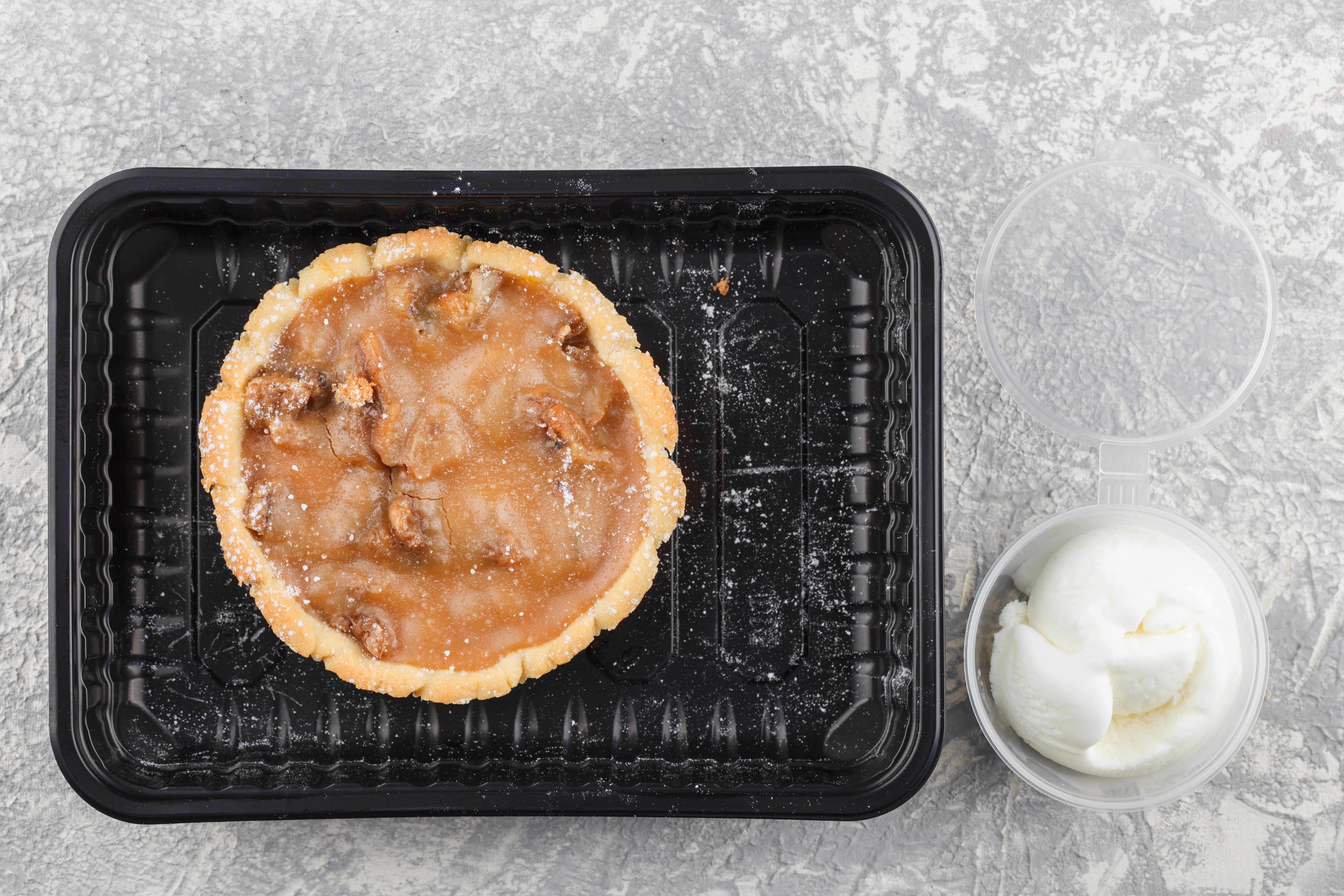 Корзиночка с карамельно-сливочной начинкой и грецкими орехами