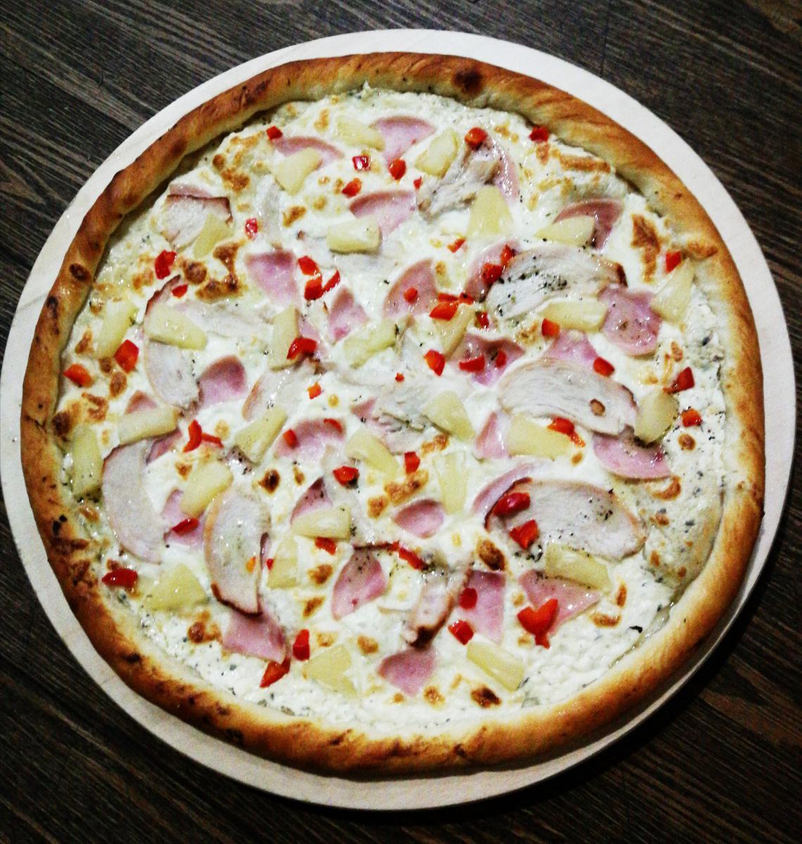 Пицца Гавайская с ветчиной и ананасом