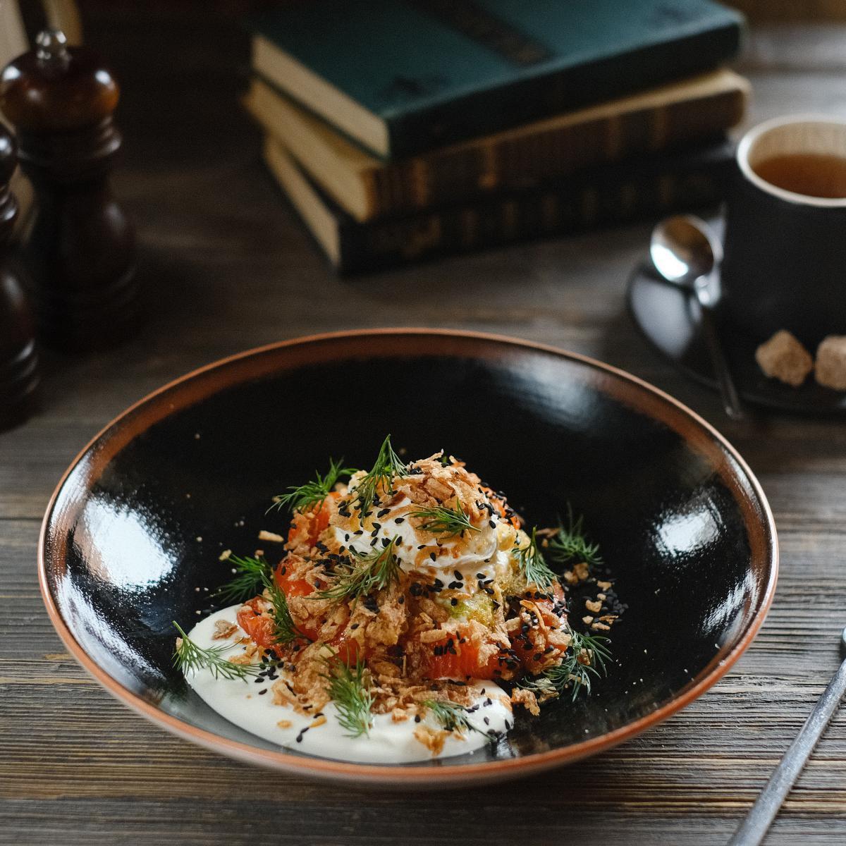 Драники «Безухов»  со слабосоленым лососем и яйцом «Пашот»