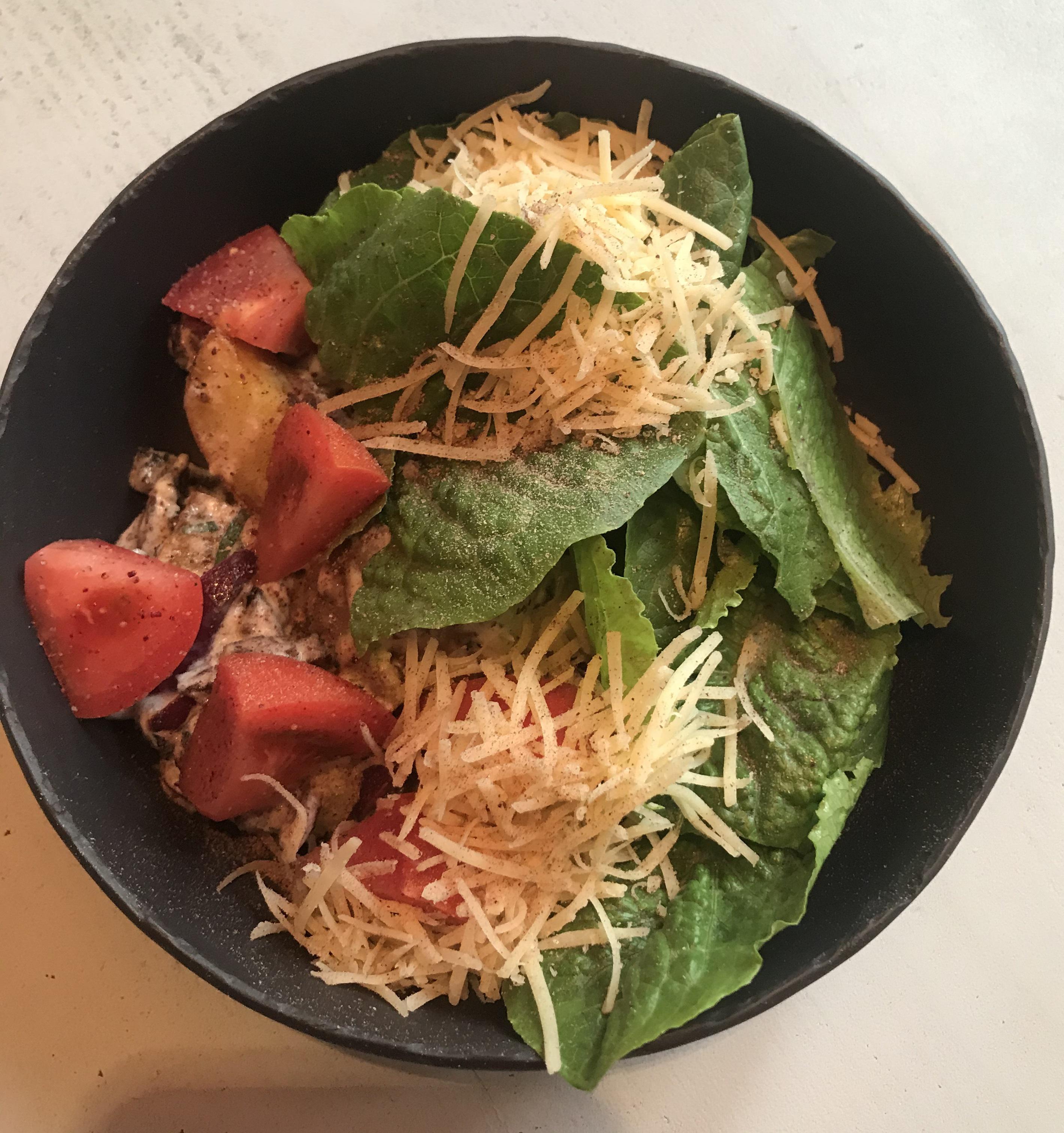Теплый салат с копченной телятиной и печеным картофелем